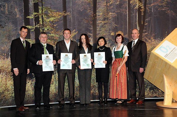 Für das Kinderhaus der TU München in Garching wurde der 1. von insgesamt 6 Holzbaupreisen 2010 in Bayern vergeben.